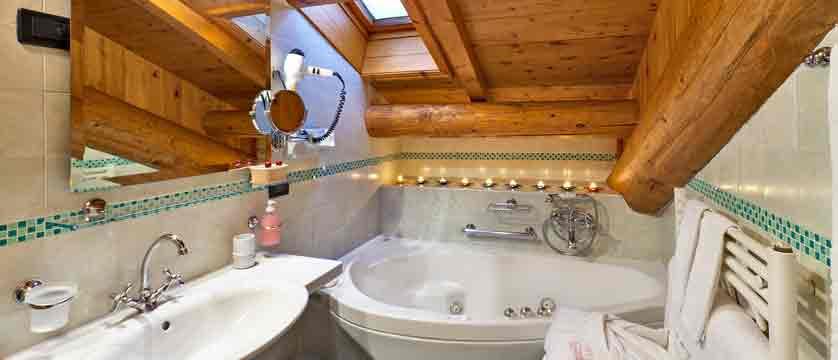 italy_livigno_hotel-livigno_bathroom.jpg